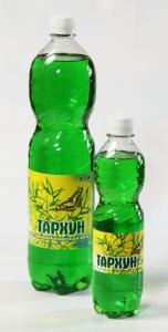 """""""Тархун"""" Основной компонент, входящий в напиток Тархун - эстрагон, который обладает прекрасными тонизирующими свойствами. Лимонад обладает характерным ярким ароматом и приятным вкусом. Приготовлен на основе артезианской воды. Обладает насыщенным зелено-изумрудным цветом, сладко-терпким, пряным, """"травяным"""" вкусом, отличными освежающими, жаждоутоляющими свойствами."""